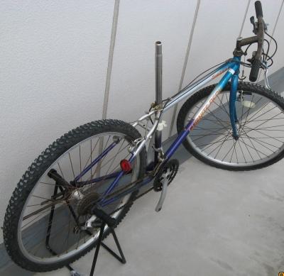 自転車の プジョー 自転車 修理 : サドル無し。タイヤは使えそう ...